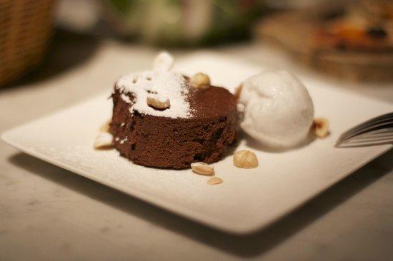 Tozi Restaurant & Bar: I only had dessert... and a dessert wine