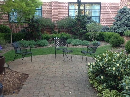 Doubletree Hotel Biltmore / Asheville: Courtyard