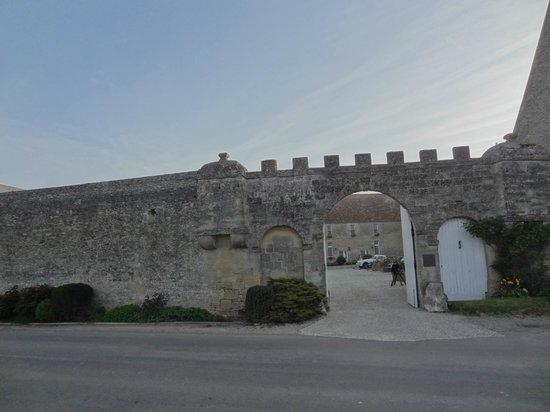 Domaine de la Ranconniere et de Mathan : porche d'entrée