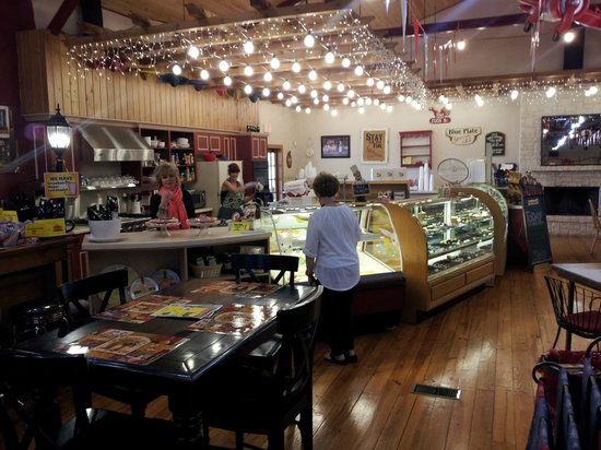 Smittyville General Store - Lunch Box Cafe: Lot's of Goodies to Choose From
