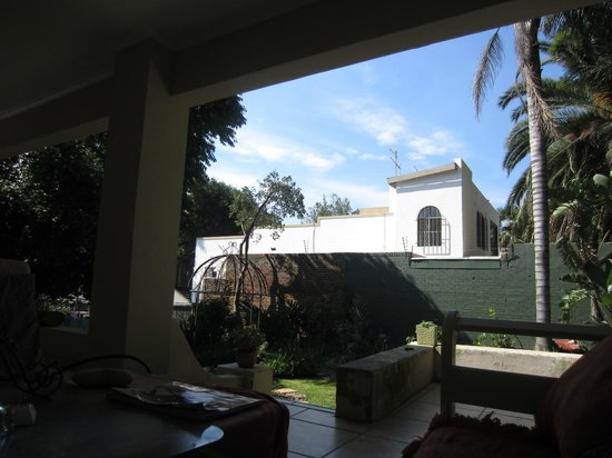 2B Happy Accommodation : Veranda area outside main house