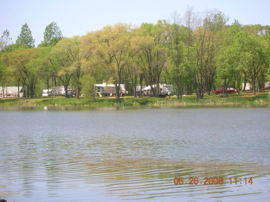 Indian Trails Campground: lake