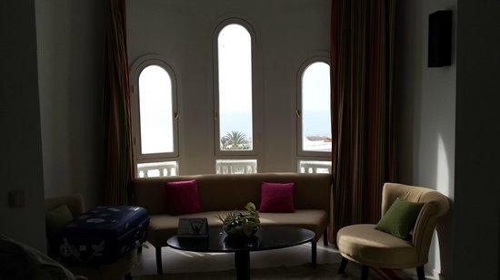 Golden Tulip Taj Sultan Resort : salón habitación