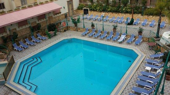 The San Anton Hotel: Pool area in Santa Maria(sister hotel opposite)