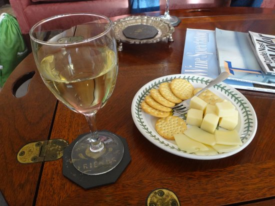 Thomas Bond House Bed & Breakfast : Cheese and wine