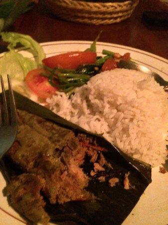 Warung Eny: SKIP THIS: Pepes Ikan (Fish steamed in banana leaf) Rp35,000