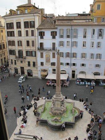 Hotel Abruzzi : Piazza della Rotonda from room