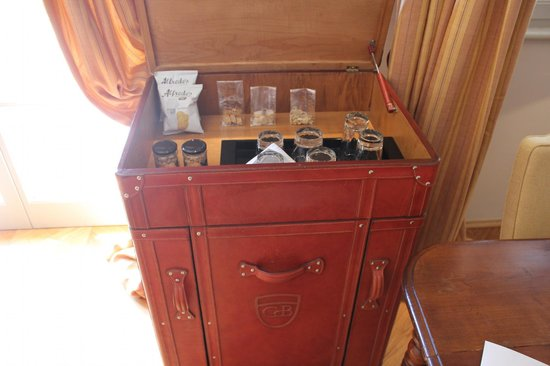 Rosewood Castiglion Del Bosco : The free minibar with snacks, drinks and beer