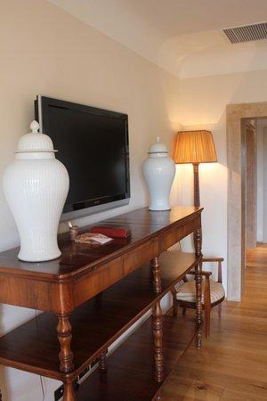 Rosewood Castiglion Del Bosco : Bedroom details