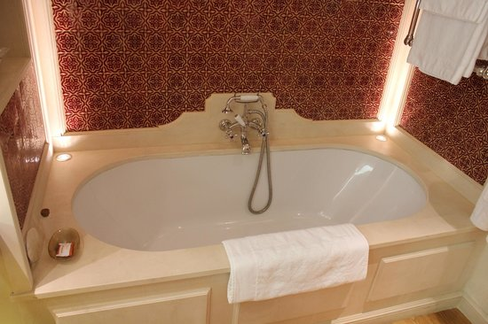 Rosewood Castiglion Del Bosco : Lovely Bath for Two!