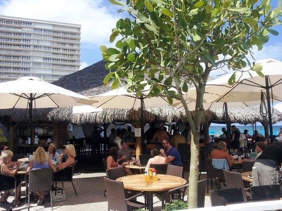 Ocean Manor Resort Hotel: The Bamboo Grill & Tiki Bar