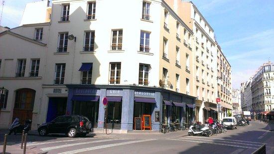 Le Robinet d'Or: la facciata dell'hotel