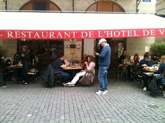 Brasserie de l'Hotel de Ville : waiting a table