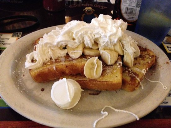 Country Diner : French Toast with Bananas and Whipped Cream
