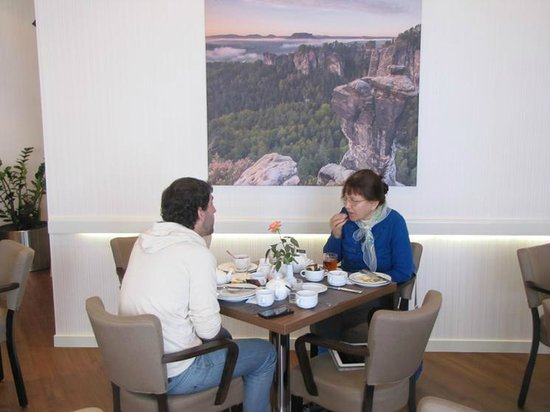 AMEDIA Hotel Dresden Elbpromenade: Great breakfast and the look of the next destination