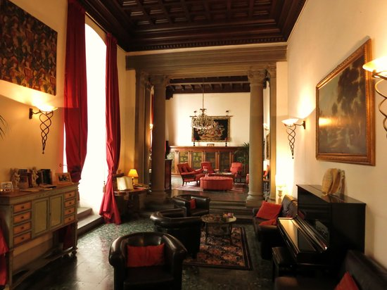 Torre Guelfa Hotel: formal sitting room