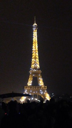 Tour Eiffel : At night In the 5 minute light display that's on every hour when it's dark