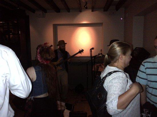 Blue Bell Inn: Band in the Corner