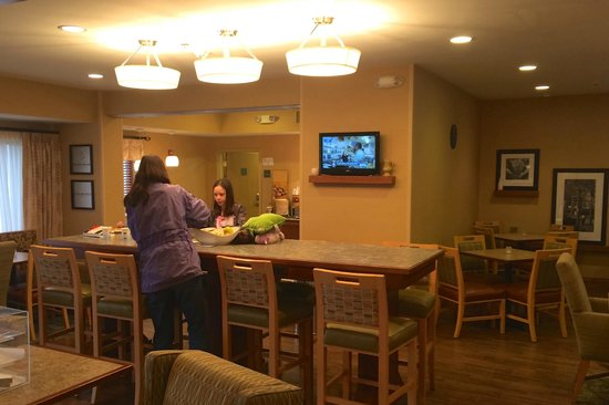 Hampton Inn Newcomerstown : The Comfortable and Well Designed Breakfast Area