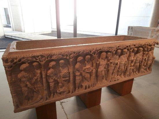 Les Alyscamps : sarcofago al museo