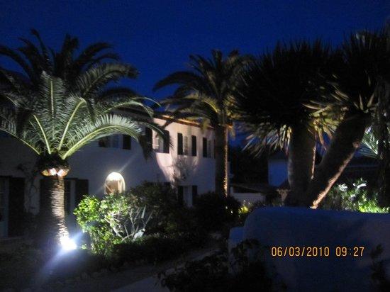 The Sea Club: By night