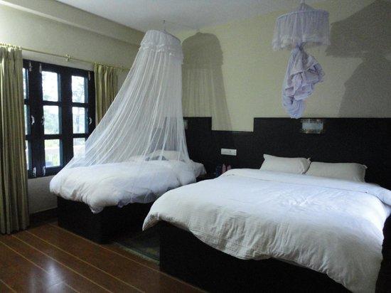 Rhino Lodge and Hotel: nice bed