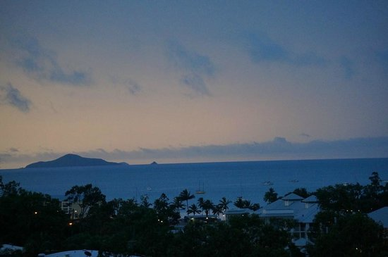 Blue Horizon Resort Apartments: Ausblick abends