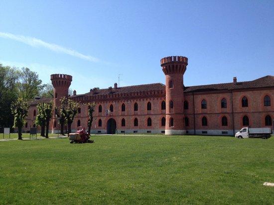 Pollenzo, Italy: Castello...