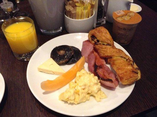 Radisson Blu Edwardian Sussex Hotel : food from buffet