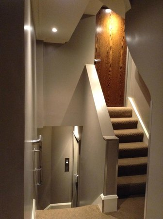 Radisson Blu Edwardian Sussex Hotel : stairs up to 221 and down to other room