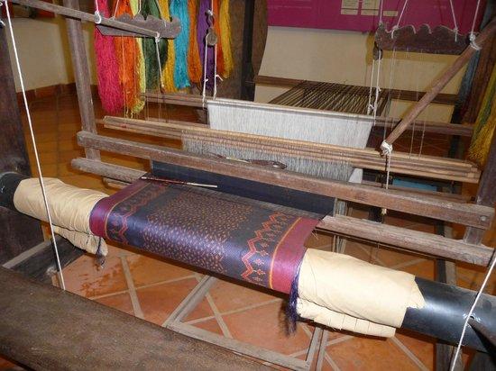 Artisans Angkor: Silk weaving