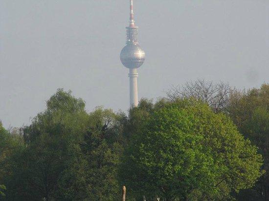 Flughafen Tempelhof: And the TV tower always around