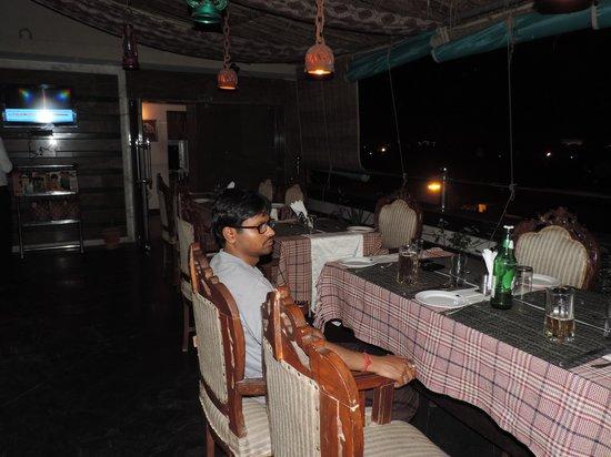 Hotel Aura Mumtaz Mahal : resturant