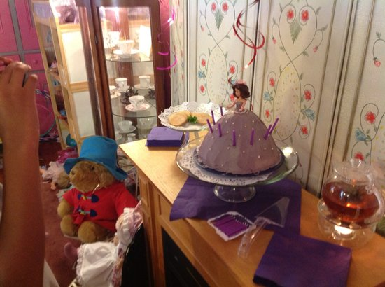 Miss Jade's Tea Room : Fun Princess Cakes