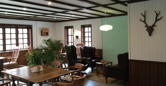 Cafe Beag : Cafe seating area with new cosy lounge area