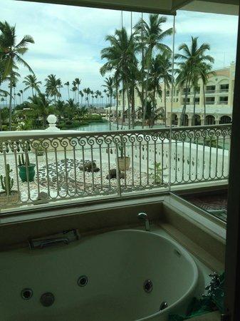 Iberostar Grand Hotel Bavaro: view from jacuzzi tub