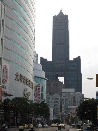 Tuntex 85 Sky Tower : Tower Exterior