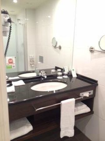 Lindner Hotel & City Lounge Antwerpen: Bathroom