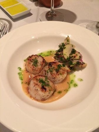 Local Chop and Grill House : Scallops