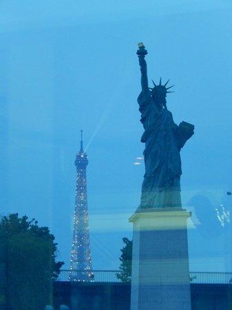 Paris en Scene - Diner croisiere: vue des monuments