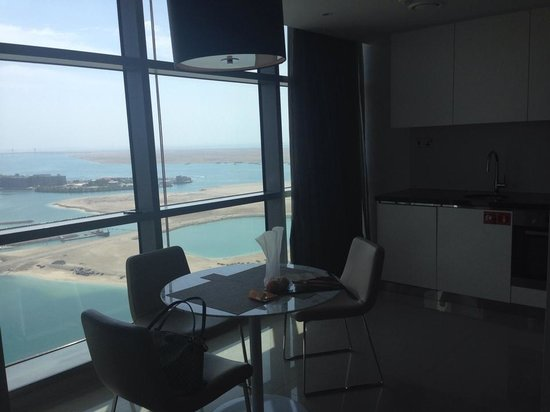 Jumeirah at Etihad Towers : Номер (Кухня)
