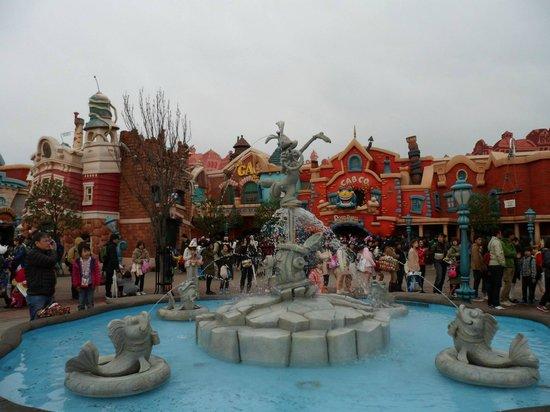 Tokyo Disneyland: Fountain