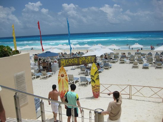 Secrets The Vine Cancún: Beach viw