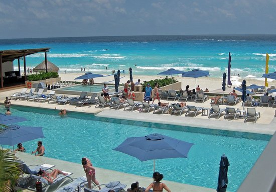 Secrets The Vine Cancún: One of the pools