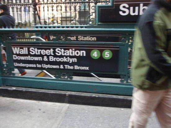 Wall Street : ESTAÇÃO METRO STREET