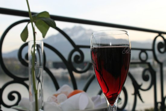 Grand Hotel National : Relaxing on the balcony
