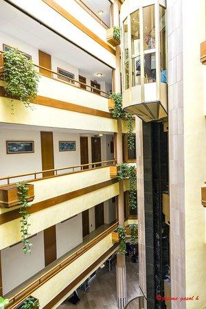 Hotel GHT Aquarium & SPA: Pasillos de las habitaciones