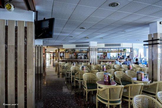 Hotel GHT Aquarium & SPA: Cafetería