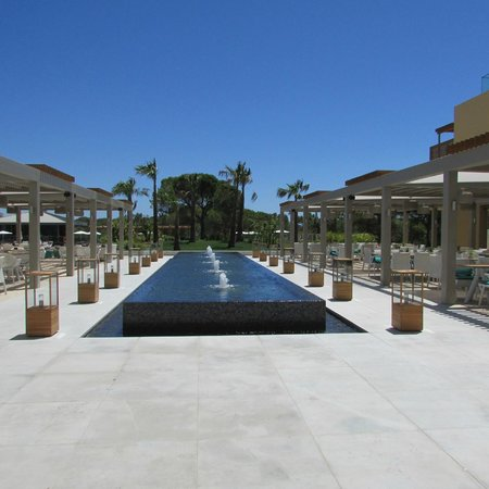 EPIC SANA Algarve Hotel: Entrance to main Pool Area
