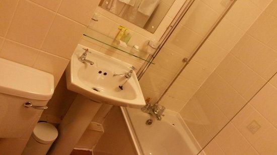 Dunollie Hotel: Bathroom